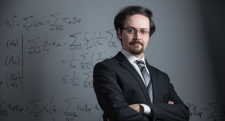 Associate professor of decision sciences Ali Hojjat studies online advertising and optimization